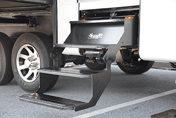 luxury fifth wheel electric steps