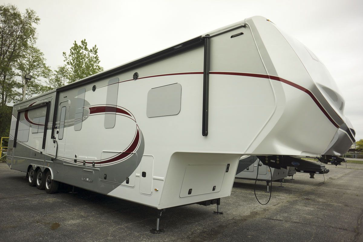 luxury fifth wheel exterior paint