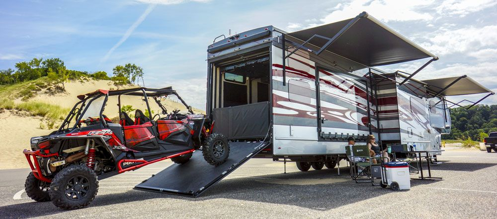luxe luxury toy hauler fifth wheel exterior