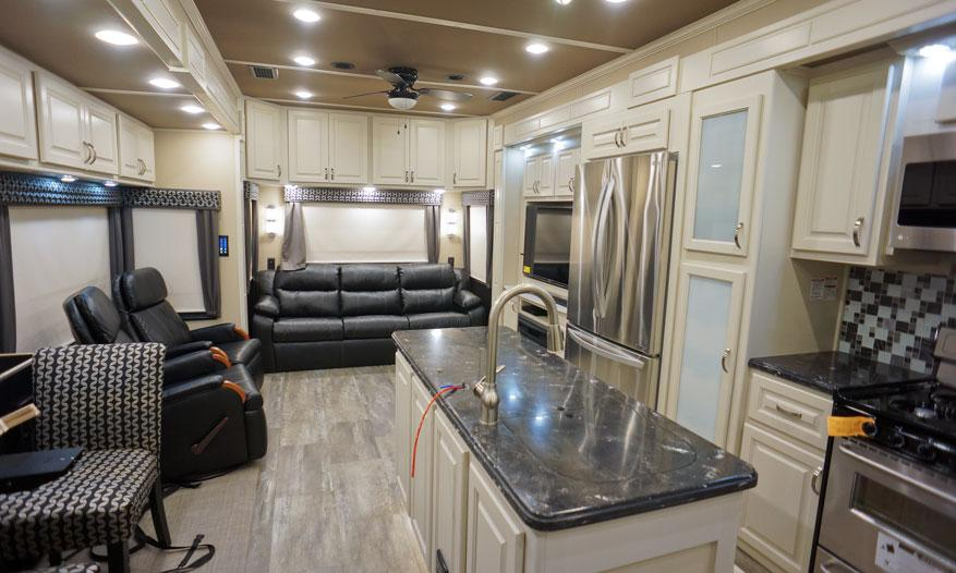 luxe elite luxury fifth wheel livingroom