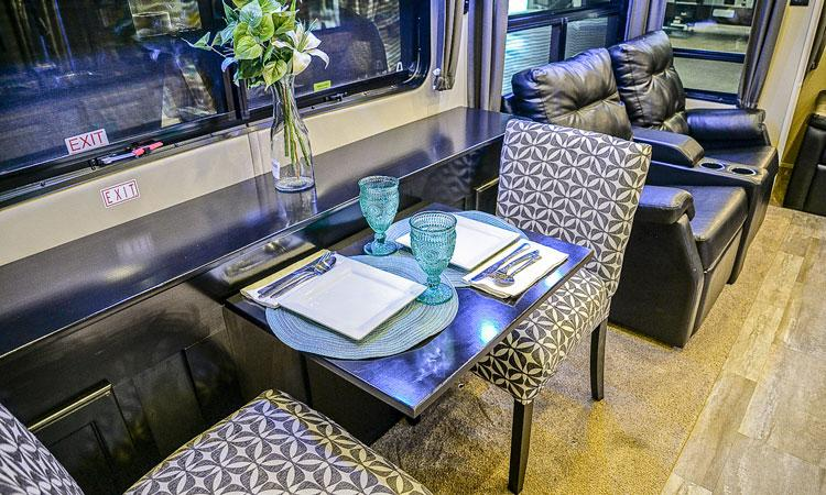 Luxe luxury fifth wheel dinette