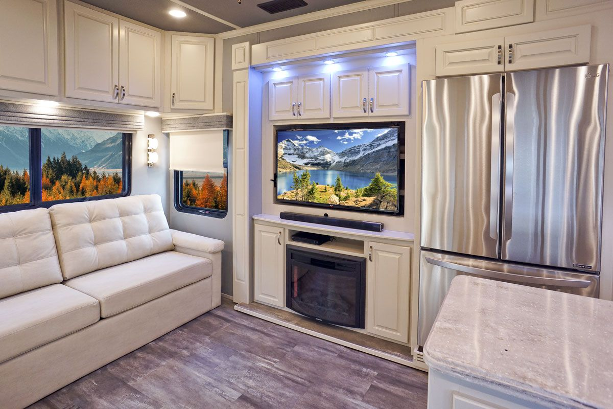 images/Luxe/slides/luxe_elite_luxury_fifth_wheel_entertainment_center_39FB.jpg