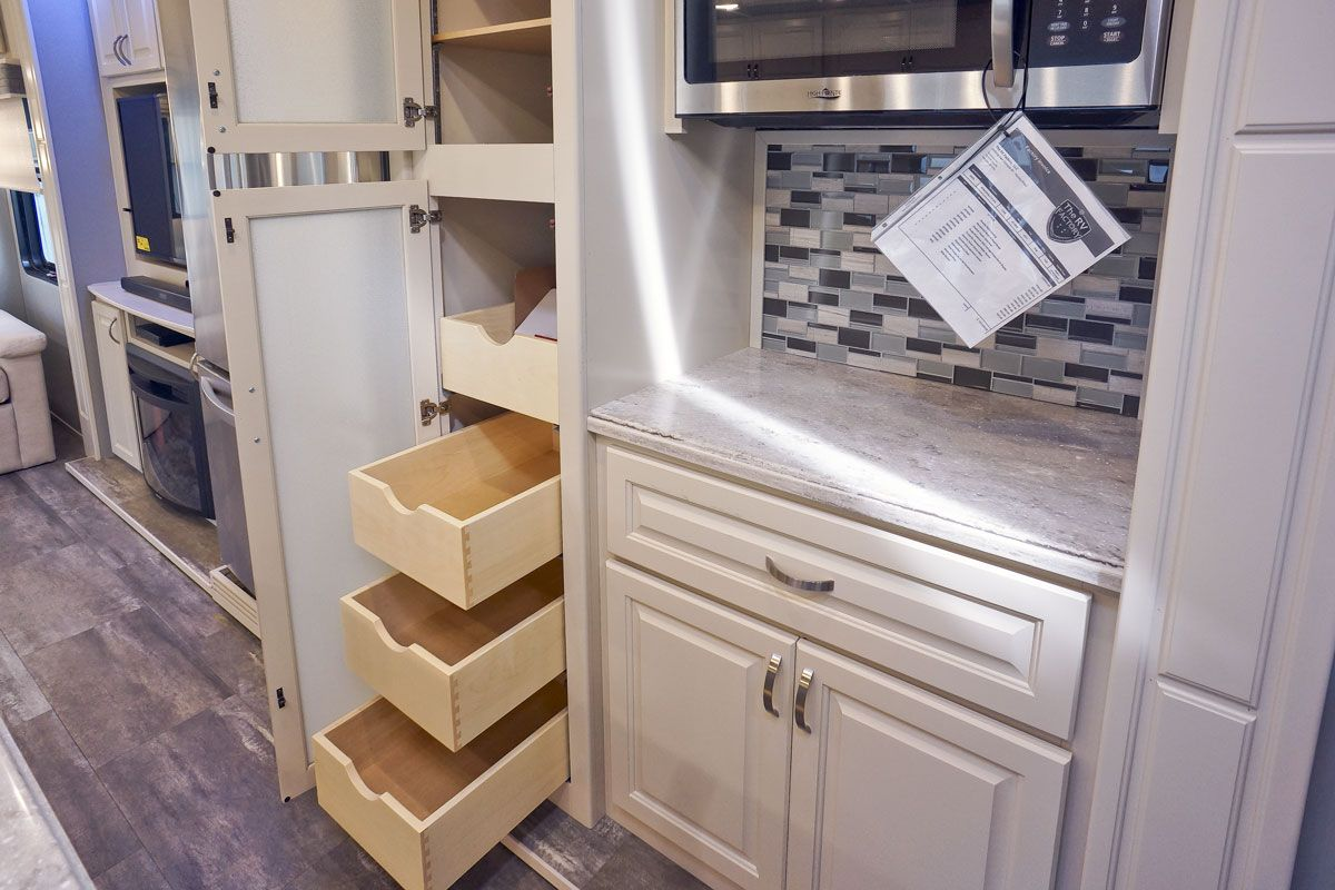 images/Luxe/slides/luxe_elite_luxury_fifth_wheel_kitchen_pantry_39FB.jpg