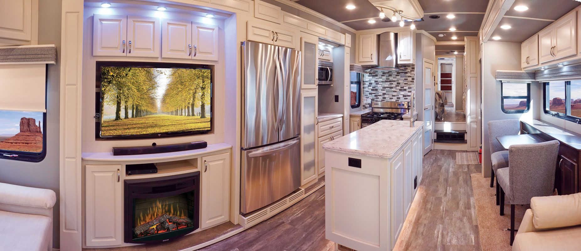 images/Luxe/slides/luxe_elite_luxury_fifth_wheel_living_room_kitchen_39FB.jpg