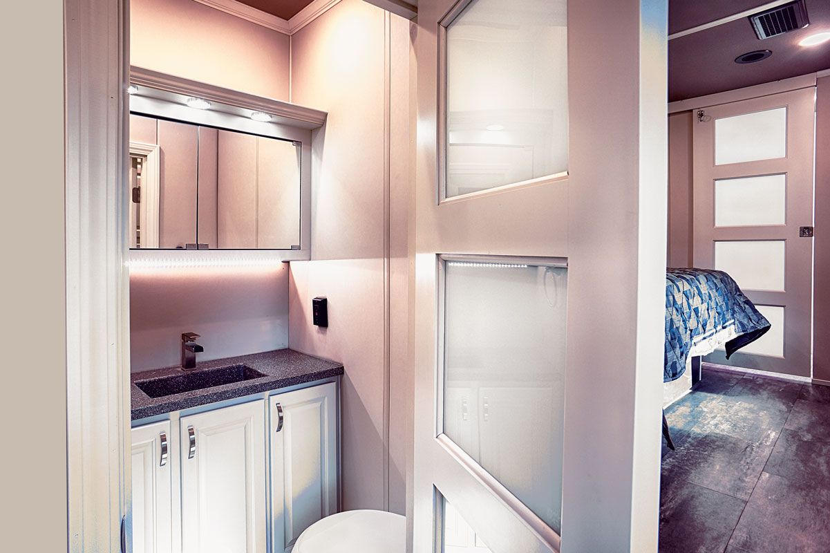 images/Luxe/slides/luxury_fifth_wheel_half_bath.jpg