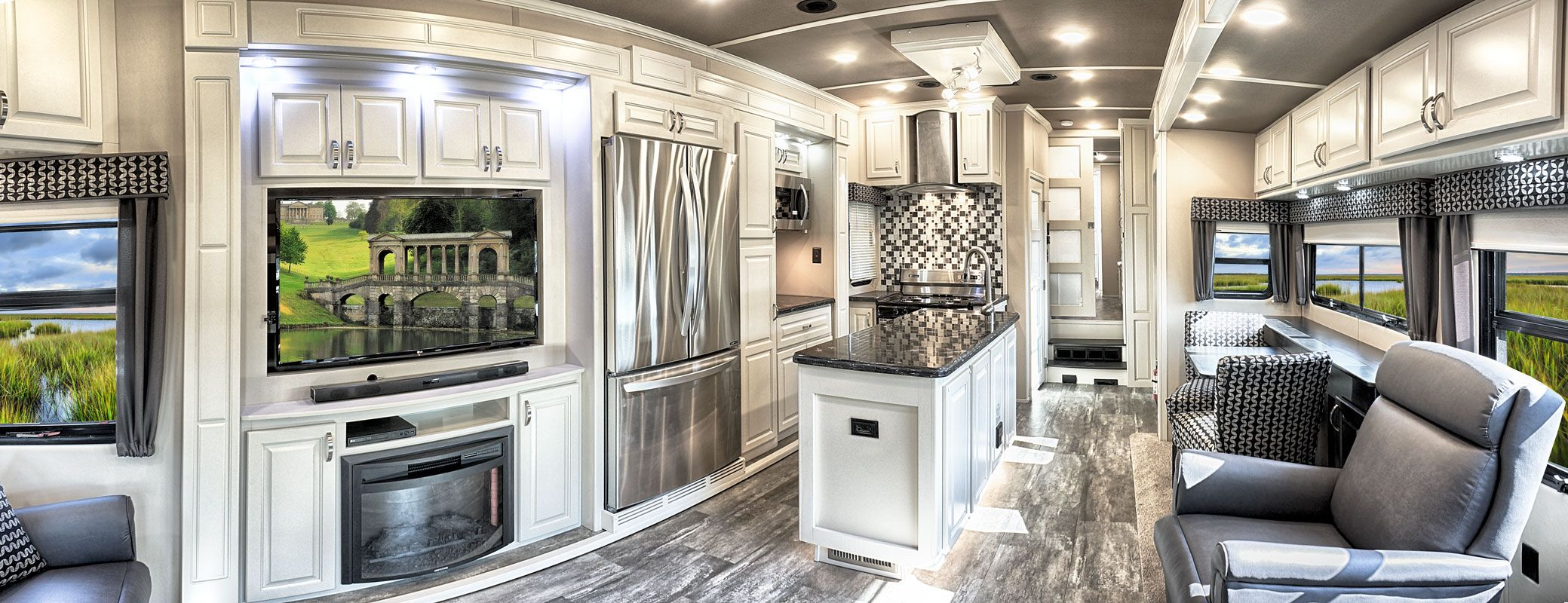 images/Luxe/slides/luxury_fifth_wheel_kitchen_pano.jpg