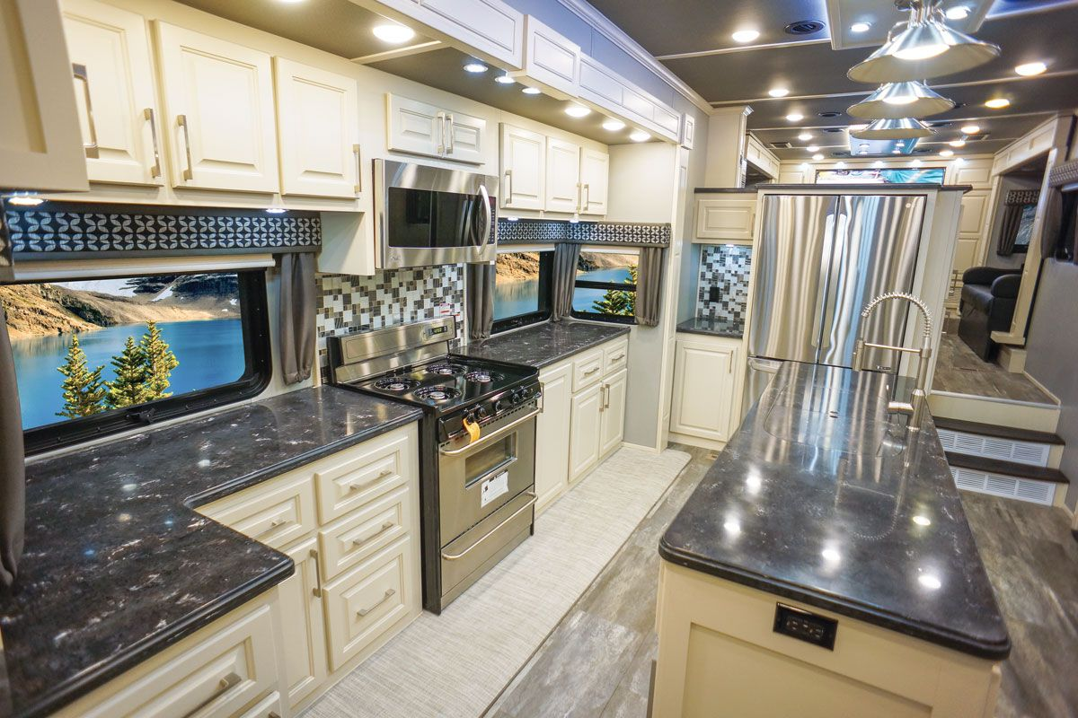 luxury fifth wheel at tampa rv show