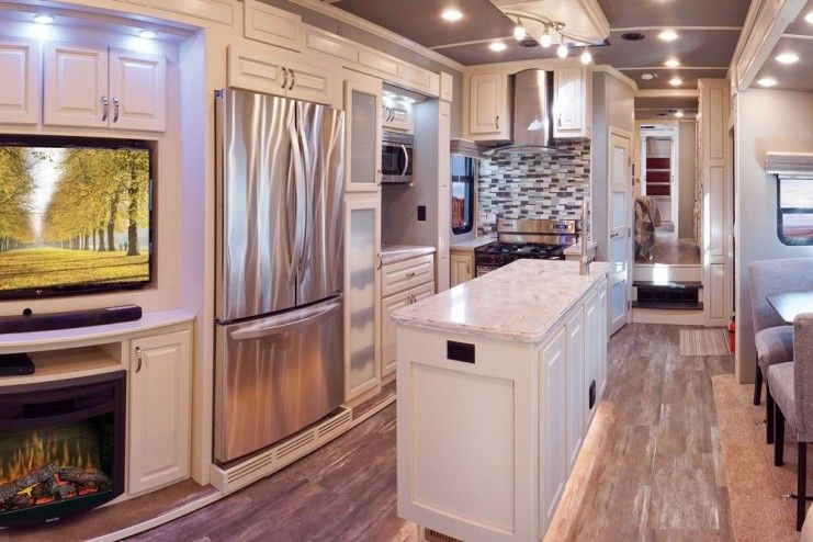luxe elite luxury fifth wheel living room kitchen 39FB