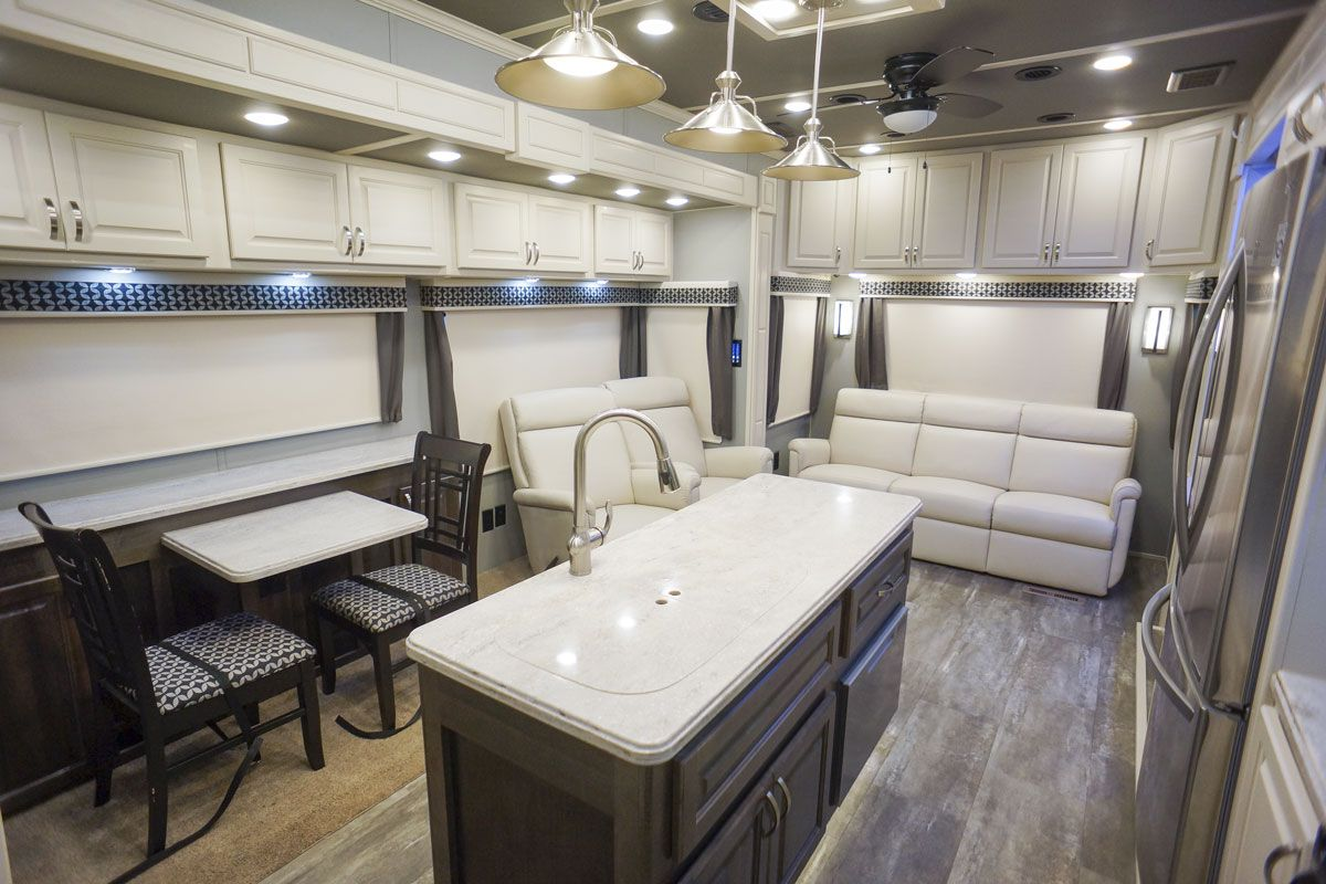 luxury fifth wheel dinette
