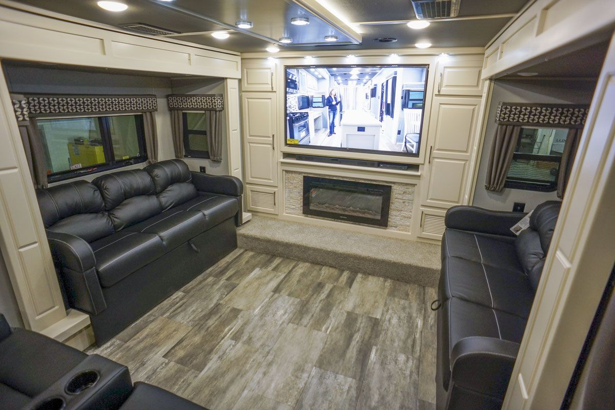 luxury fifth wheel front living