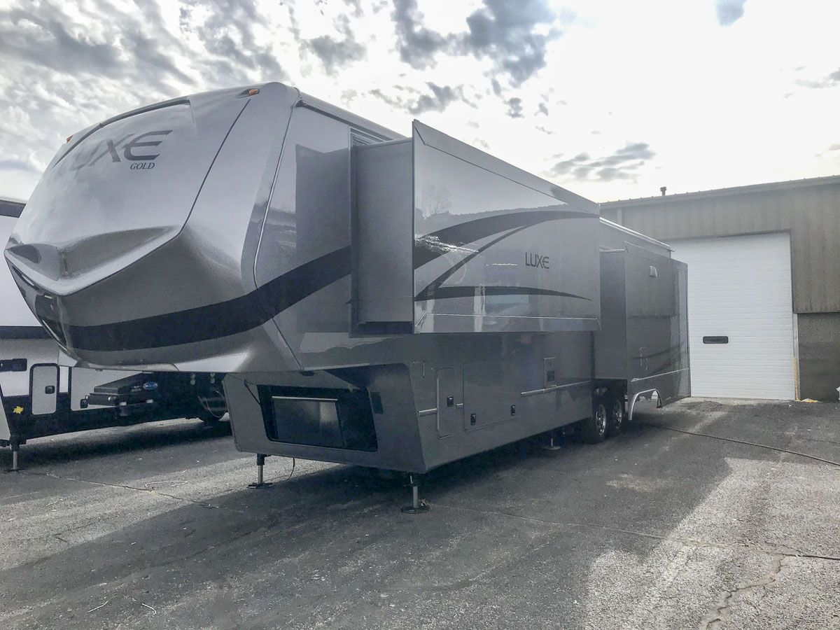 2020 Luxe Gold 38GFB full time fifth wheel