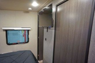 20377toyhauler_bedroom_tv