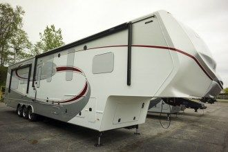 Luxe Elite 42MD luxury fifth wheel