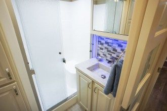 Luxe Elite 42MD luxury fifth wheel bathroom