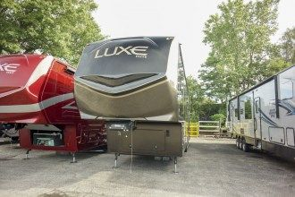 front living luxury fifth wheel exterior front