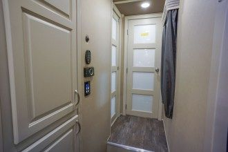 luxury fifth wheel hallway