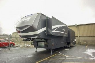 luxury 5th wheel exterior