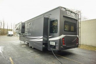 luxury 5th wheel rear