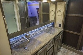 luxury 5th wheel bathroom