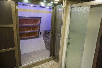 luxury 5th wheel bathroom closet