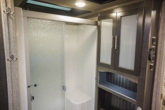 luxury 5th wheel shower
