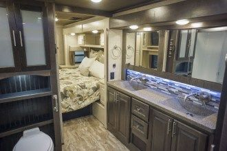 luxury 5th wheel master bath