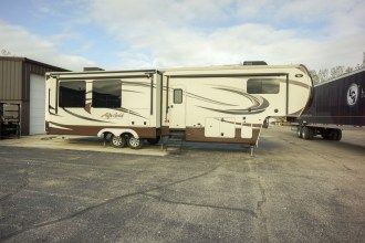 2016 Alpha Gold 3905SH 5th wheel