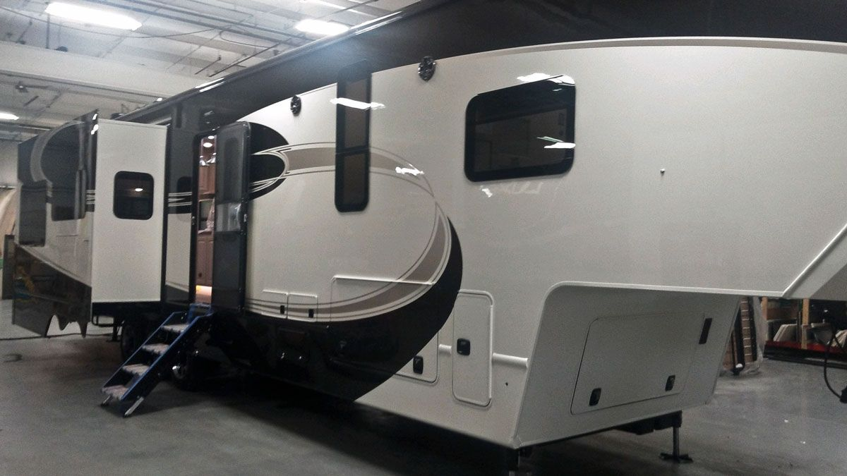 Luxe Elite 42MD luxury fifth wheel floor plan