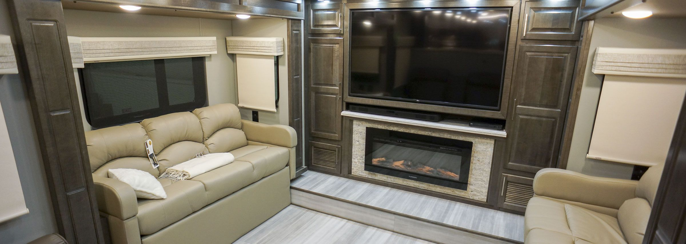 luxury front living fifth wheel