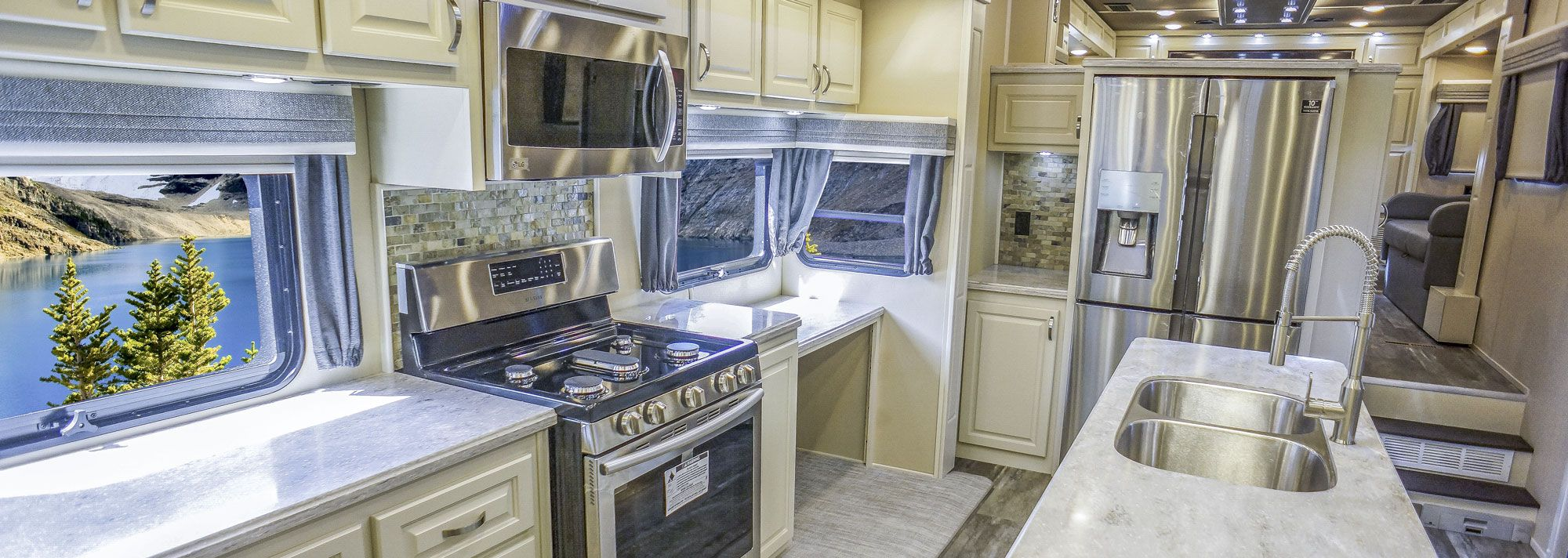 luxury fifth wheel - front living